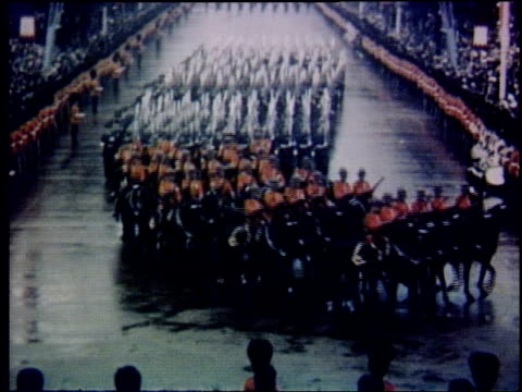 vidéos et rushes de royal guards march in formation down the mall / royal golden coach and guards marching from buckingham palace to westminster abbey / queen elizabeth... - 1953