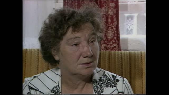 "michael fagan:; england: london: islington: mrs ivy fagan: sof: -- she didn't feel threatened."" cas ex eng: itn: 2.26mins: tx'd:15.7.82/nat: archive... - threatened species stock videos & royalty-free footage"