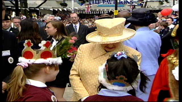 queen and prince philip walkabout england uxbridge ext people gathered waving pull out to show car carrying queen elizabeth ii and prince philip the... - golden jubilee stock videos & royalty-free footage