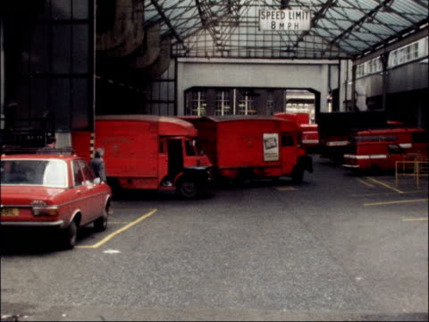 post delay caused by overtime ban; england: london: mount pleasant: ext post van r-l to bv cms royal mail van r-l into depot mail sacks thrown out... - ロイヤルメール点の映像素材/bロール