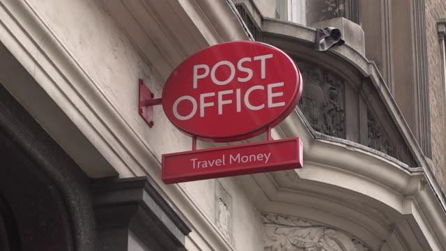 royal mail post office signs, london, uk - ロイヤルメール点の映像素材/bロール