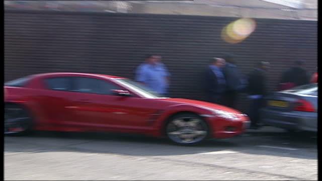 vídeos y material grabado en eventos de stock de unofficial walkout battersea nine elms london south mail centre dhl van along past striking workers - árbol de hoja caduca