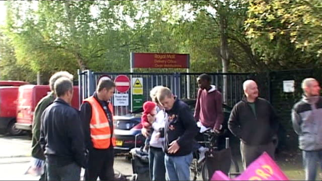 Royal Mail postal workers' strike second day Oxford Postal workers on strike ZOOM IN on sign reading 'Royal Mail Delivery Office Oxon distributions'...