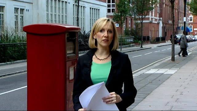 royal mail postal workers to hold more days of strikes; london: ext reporter to camera - ロイヤルメール点の映像素材/bロール
