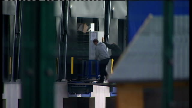 royal mail postal workers to hold more days of strikes; northamptonshire: wellingborough: mail sorting pigeon hole cabinet being wheeled into... - ロイヤルメール点の映像素材/bロール
