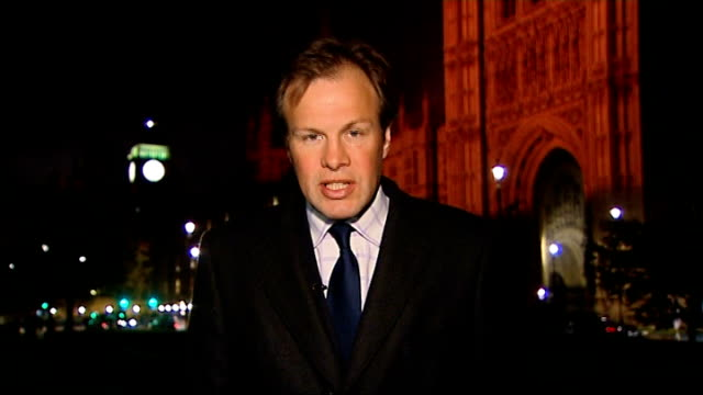 royal mail strike will go ahead; westminster: ext / night reporter to camera - ロイヤルメール点の映像素材/bロール