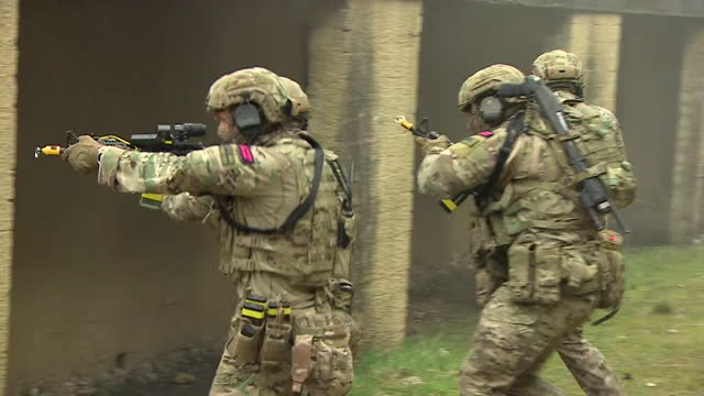 royal marine commando armed forces on training mission in bovington using drones, small teams and technology - military training stock videos & royalty-free footage
