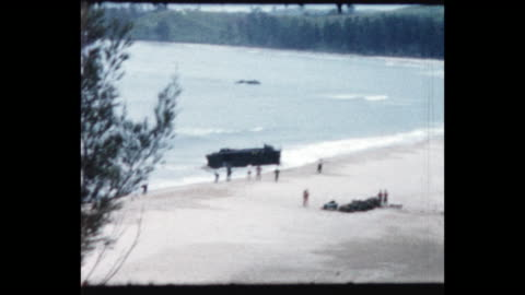 vídeos y material grabado en eventos de stock de royal marines charge off landing craft onto the beach. from the home movie collection of jack dennis boles . boles spent 17 years in the colonial... - royal marines