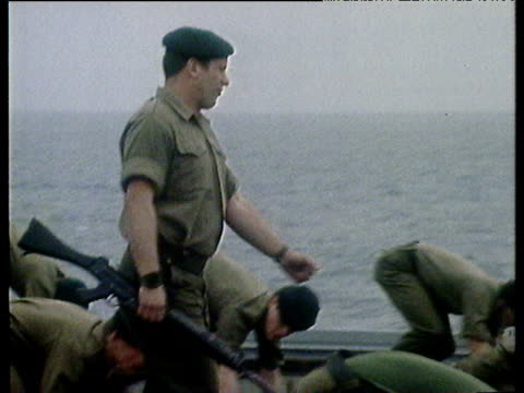 vidéos et rushes de royal marines exercising on deck of hms hermes as it leaves for the falklands apr 82 - 1982