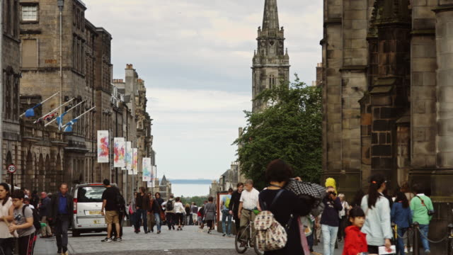 royal mile tourists - edinburgh scotland stock videos & royalty-free footage