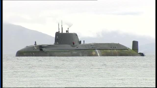 vídeos de stock, filmes e b-roll de royal navy nuclear submarine runs aground off scotland scotland isle of skye astute with tugs next hms astute seen offshore - hébridas