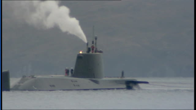 vídeos de stock, filmes e b-roll de royal navy nuclear submarine runs aground off scotland scotland isle of skye ext royal navy submarine 'hms astute' being refloated after running... - hébridas