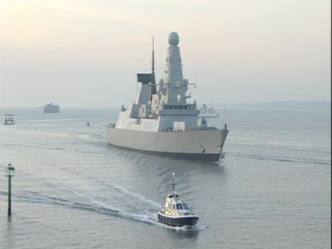 royal navy ship at sea - 英国海兵隊点の映像素材/bロール