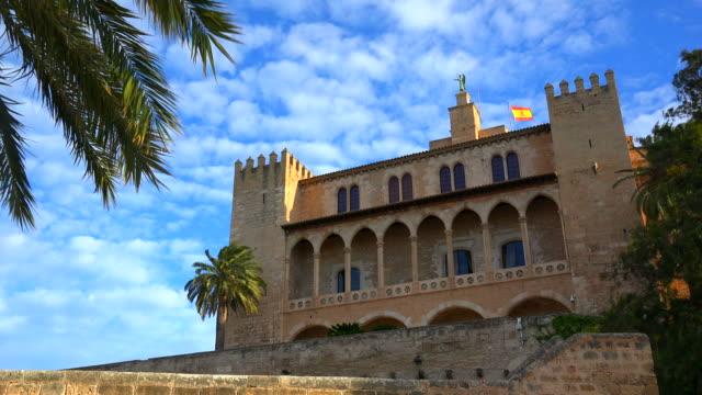 royal palace of la almudaina, palma de mallorca - palast stock-videos und b-roll-filmmaterial
