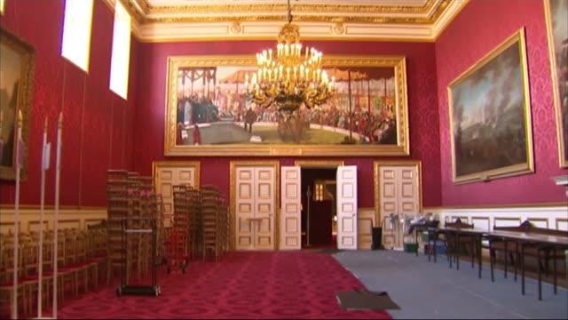 Royal Palace of Windsor renovation work Crack in wall / cracks in ceiling around gilded chandelier / GV state room / cracks in plasterwork / repairs...