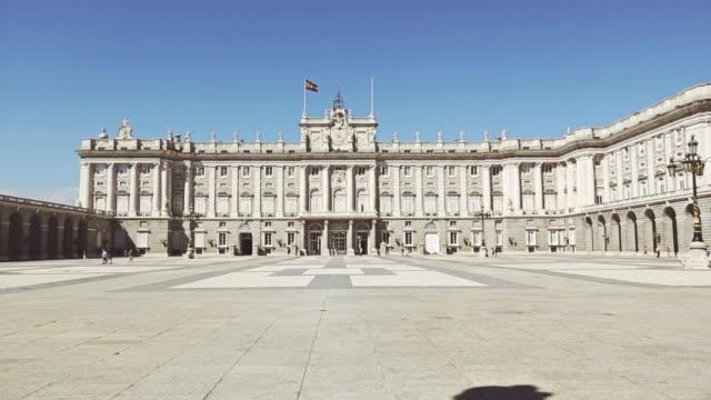 stockvideo's en b-roll-footage met royal palace or palacio real in madrid - paleis