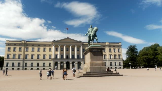 stockvideo's en b-roll-footage met royal palace oslo norway - square