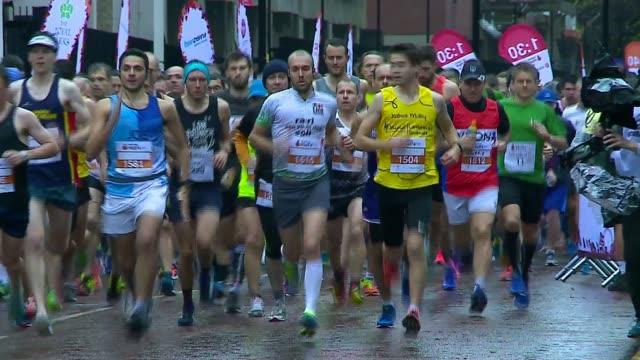stockvideo's en b-roll-footage met royal parks half marathon takes place uk london marathon runners / celebrities at half marathon london ext marathon runners at start line and towards... - jo whiley