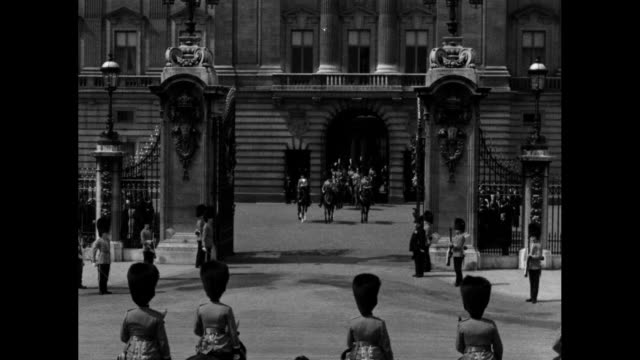 royal procession of horsemen approaches as it leaves buckingham palace for trooping the colour ceremony in celebration of king george v's birthday /... - fahnenparade stock-videos und b-roll-filmmaterial