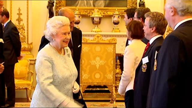vídeos de stock, filmes e b-roll de royal reception for olympic medallists; england: london: buckingham palace: int queen elizabeth ii and duke of edinburgh prince philip meeting... - sebastian coe