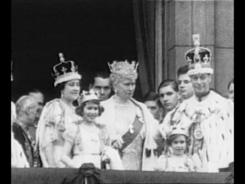cu royal standard of the united kingdom flutters in breeze / royal family enters balcony of buckingham palace with attendants / l to r queen... - 1937 stock-videos und b-roll-filmmaterial