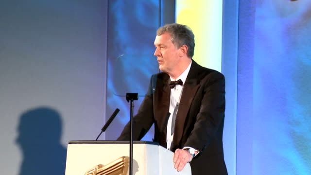 royal television society awards 2015; mark austin posing for photocall / mark austin interview sot / introduction of 'lifetime achievement award' /... - 生涯功労賞点の映像素材/bロール