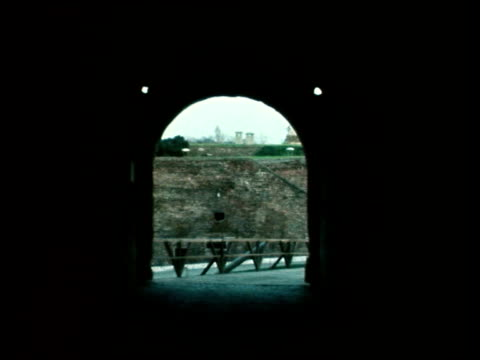 royal tour of yugoslavia: queen visits belgrade castle museum; b) yugoslavia: serbia: belgrade: castle museum : ext queen elizabeth ii towards cms... - 堀点の映像素材/bロール