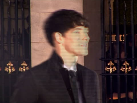vídeos de stock, filmes e b-roll de red carpet arrivals england london mayfair grosvenor house hotel photography *** elaine page arriving on red carpet colin morgan arriving posing for... - variety