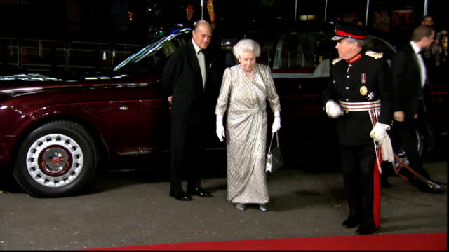 vídeos de stock, filmes e b-roll de queen and prince philip arrival england london royal albert hall throughout** queen elizabeth and prince philip duke of edinburgh out of car and into... - variety