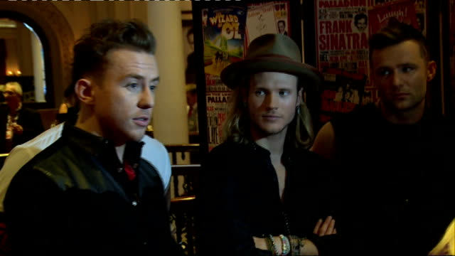 vídeos de stock, filmes e b-roll de artist interviews gvs of mcbusted - variety