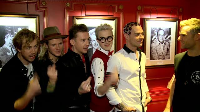 vídeos de stock, filmes e b-roll de artist interviews mcbusted singing a 'barber shop' version of the new single sot - variety