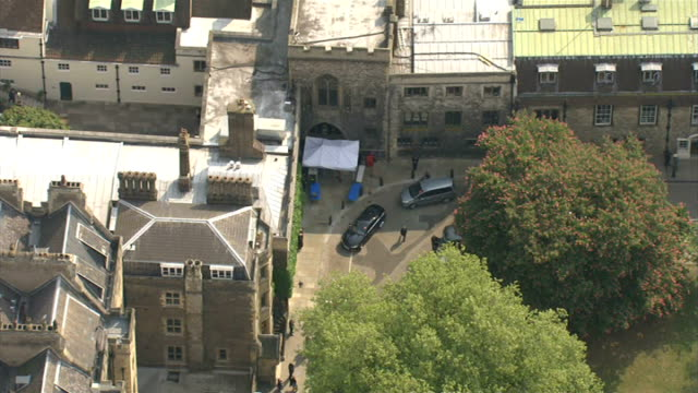 stockvideo's en b-roll-footage met final rehearsal: aerial of kate middleton and prince harry leaving westminster abbey; england: london: westminster: ext air view awning at front of... - westminster abbey
