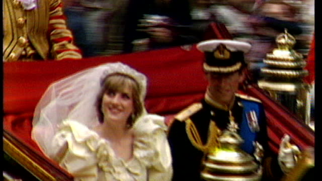 Notable omissions from guest list 2971981 London EXT Prince Charles and Princess Diana along in open carriage on their wedding day
