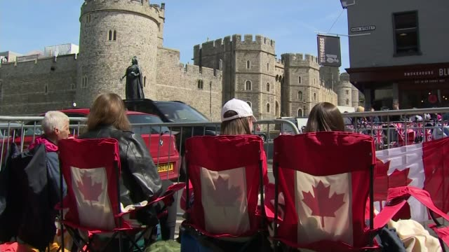 Royal wedding of Prince Harry and Meghan Markle Final preparations for the big day / Royal walkabout ENGLAND Berkshire Windsor EXT Windsor Castle...