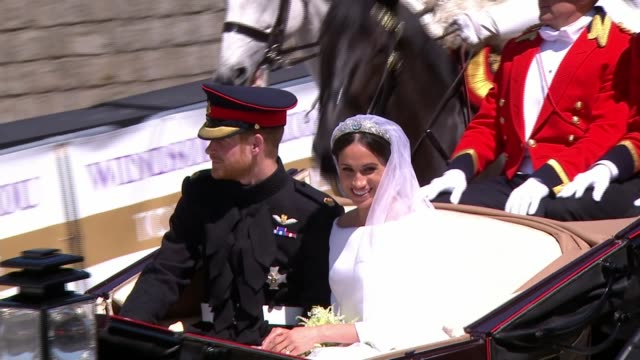 royal wedding of prince harry and meghan markle itv news special 1325 1425 england berkshire windsor windsor castle st george's chapel ext flashback... - famiglia reale video stock e b–roll