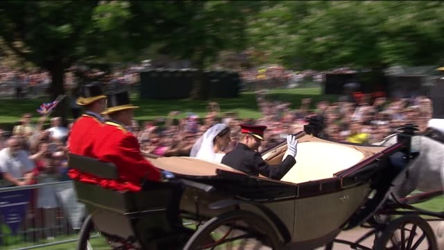 vídeos de stock e filmes b-roll de royal wedding of prince harry and meghan markle itv news special 1325 1425 england berkshire windsor windsor castle ext **india hicks and major... - berkshire inglaterra