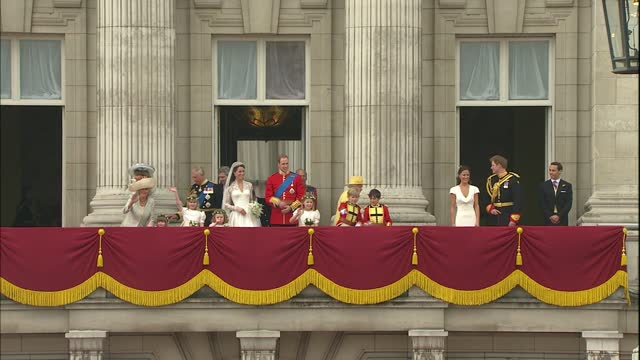 royal wedding of prince william and kate middleton: itv news special ceremonial feed: hd version 1300 - 1400; england: london: buckingham palace:... - balcony stock videos & royalty-free footage