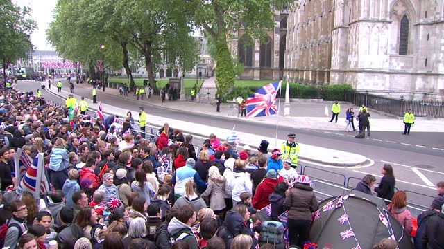 stockvideo's en b-roll-footage met royal wedding of prince william and kate middleton: itv news special ceremonial feed: hd version 0600 - 0700; england: london: westminster: ext long... - westminster abbey