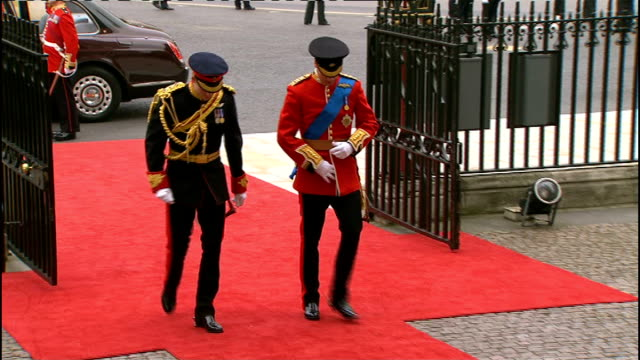 royal wedding of prince william and kate middleton: itv news special pab: 0930 - 1030; prince william and prince harry waving to crowds as along red... - ウィリアム王子点の映像素材/bロール