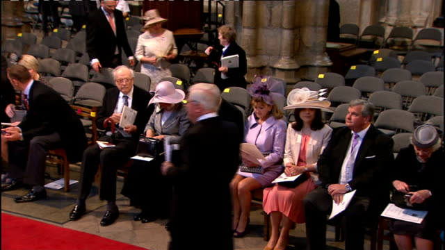 vídeos de stock, filmes e b-roll de royal wedding of prince william and kate middleton itv news special ceremonial feed 0800 0900 int wedding guests seated inside westminster abbey high... - hóspede