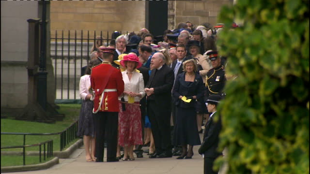 Royal wedding of Prince William and Kate Middleton ITV News Special Ceremonial Feed 0800 0900 Crowd waiting to see royal wedding procession Royal...