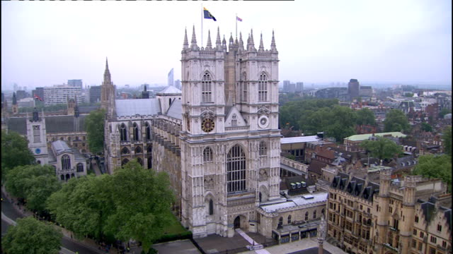 royal wedding of prince william and kate middleton itv news special ceremonial feed 0600 0700 long duration shot of westminster abbey - westminster abbey stock-videos und b-roll-filmmaterial