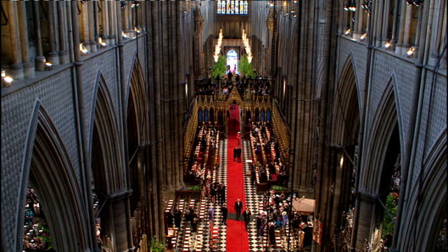 vídeos de stock, filmes e b-roll de royal wedding of prince william and kate middleton itv news special ceremonial feed 0900 1000 ext coaches outside westminster abbey general view of... - hóspede