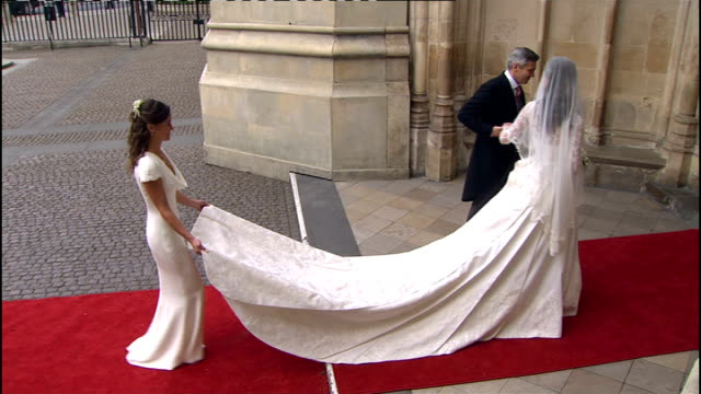 royal wedding of prince william and kate middleton itv news special ceremonial feed 1100 1200 side view of kate middleton waving to crowds as she... - prinz william herzog von cambridge stock-videos und b-roll-filmmaterial