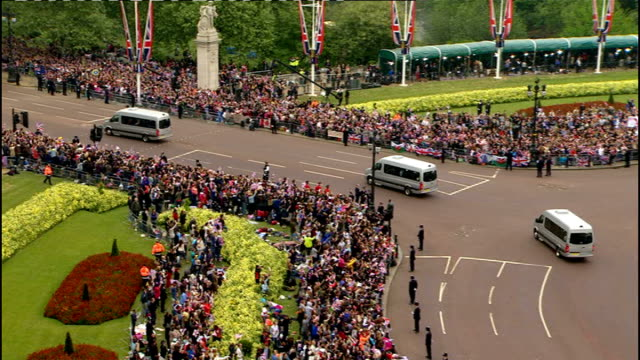Royal wedding of Prince William and Kate Middleton ITV News Special Ceremonial Feed 1000 1100 Various shots of car carrying Carole and James...