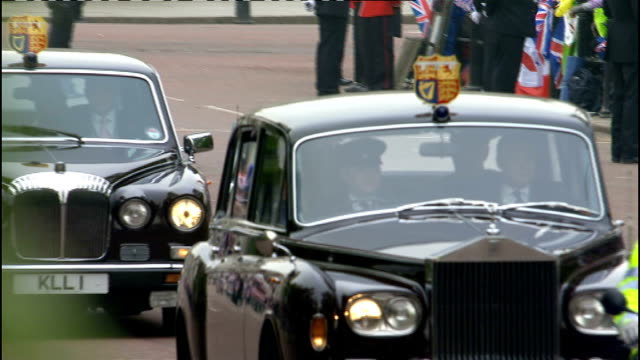 Royal wedding of Prince William and Kate Middleton ITV News Special Ceremonial Feed 1000 1100 EXT Car along past Victoria memorial / Princess...