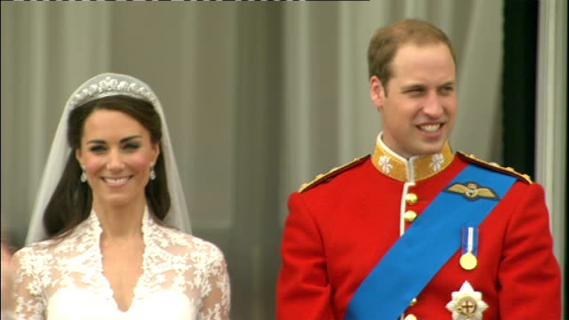 royal wedding of prince william and kate middleton itv news special pab 1230 1330 duke and duchess of cambridge waving from balcony with various... - prinz william herzog von cambridge stock-videos und b-roll-filmmaterial