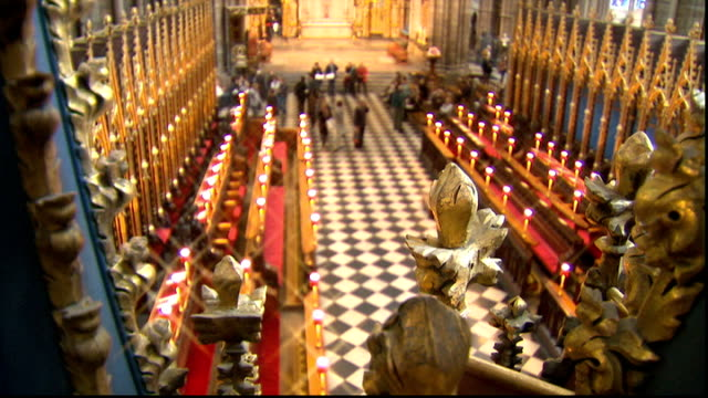 stockvideo's en b-roll-footage met westminster abbey general views: choir rehearsal / interiors / cleaning work; vaulted abbey roof tilt down quire, tourists milling around / high... - westminster abbey