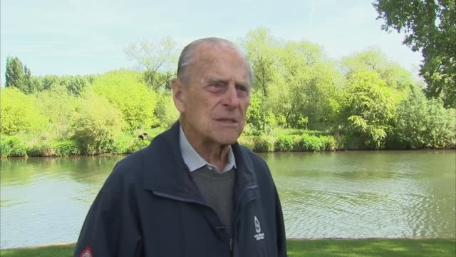 royal windsor horse show: prince philip interview on carriage driving; england: berkshire: windsor: ext prince philip, duke of edinburgh interview... - 四輪馬車点の映像素材/bロール