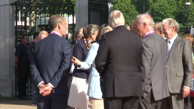 royals attend rhs chelsea flower show 2017 england london chelsea ext people arriving at chelsea flower show / catherine duchess of cambridge arrives... - chelsea flower show stock videos & royalty-free footage